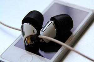 In-Ear-Kopfhoerer stabil und leicht